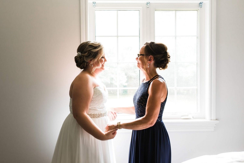 bride and mom photos, bride getting ready photos, ottawa wedding photographer