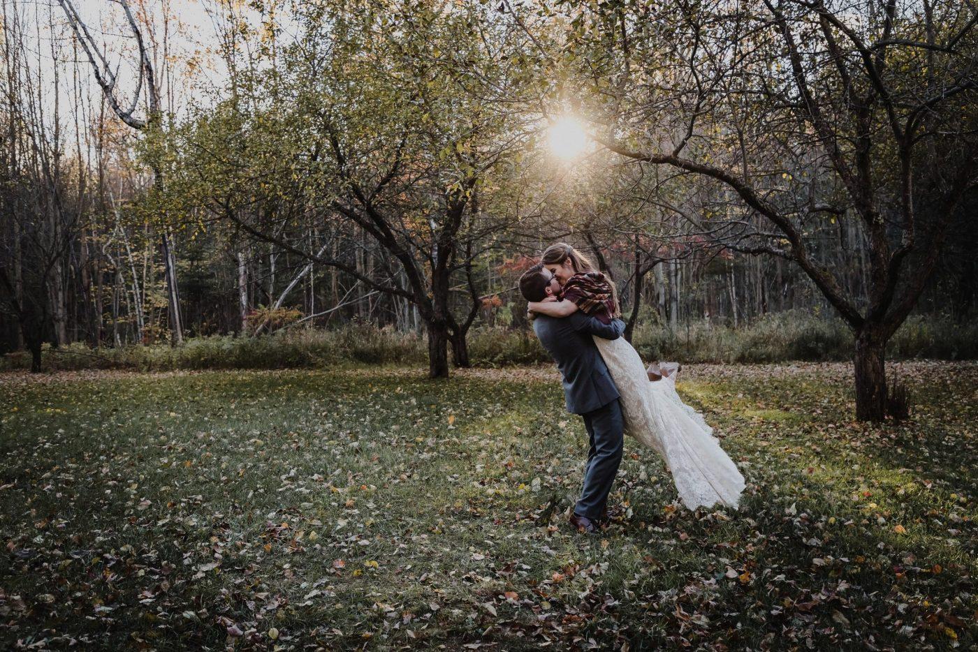 bride and groom photos, beantown ranch wedding, ottawa wedding photographer