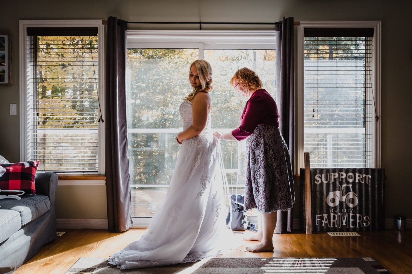 mom and bride getting ready, wedding photographer Toronto