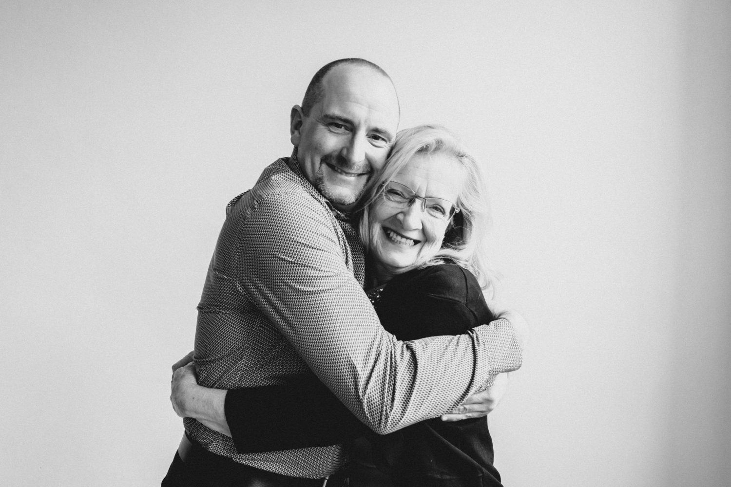 mother and son hugging at family photoshoot for 50th wedding anniversary in peterborough, ontario by peterborough family photographer heather doughty photography